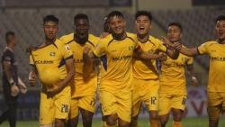 Tin tức bóng đá Việt Nam ngày 17/10: SHB Đà Nẵng, Thanh Hóa và SLNA trụ hạng sớm 3 vòng đấu