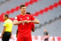 """Lewandowski lập cú đúp, Bayern Munich đẩy đối thủ vào """"cửa tử"""""""